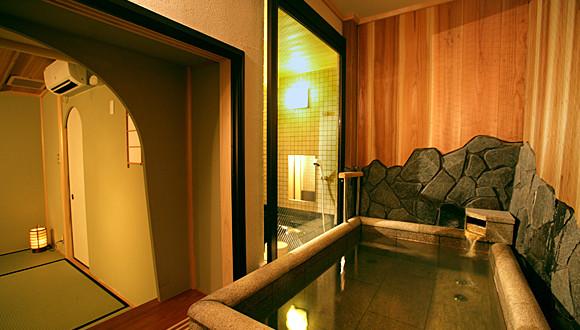 京都で温泉を楽しむなら様々な料金プラン・貸切風呂もご用意している【花筏】~とろみが特徴の泉質~